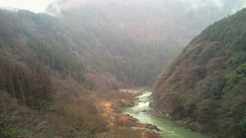 雨に煙る保津峡